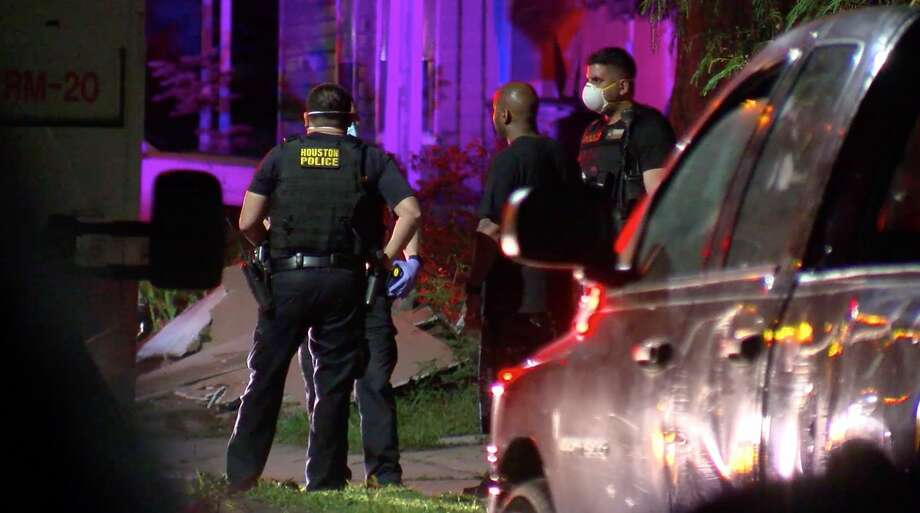 Houston police investigate a man's death outside a home in the 5300 block of Keystone on Sunday, April 12, 2020. Photo: OnScene.TV