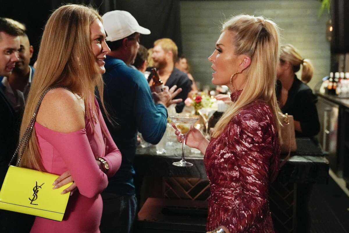 THE REAL HOUSEWIVES OF NEW YORK CITY -- Pictured: (l-r) Leah McSweeney, Tinsley Mortimer -- (Photo by: Heidi Gutman/NBCU Photo Bank via Getty Images))