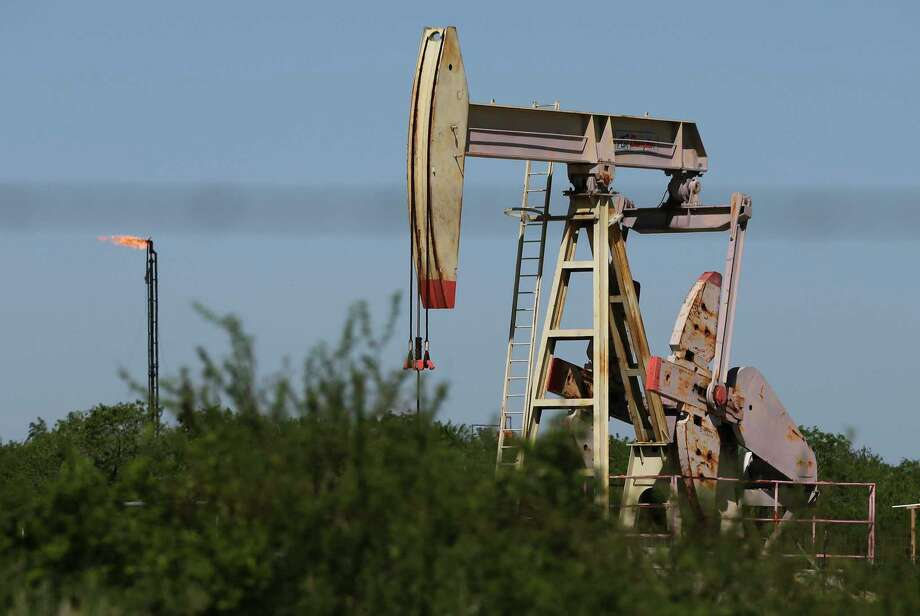 The Securities and Exchange Commission has sue three Texans for allegedly selling $2.7 million in fraudulent oil and gas investments in Wilson County. Pictured is a pump jack operating in Wilson County. Photo: Kin Man Hui /Staff File Photo / **MANDATORY CREDIT FOR PHOTOGRAPHER AND SAN ANTONIO EXPRESS-NEWS/NO SALES/MAGS OUT/ TV OUT
