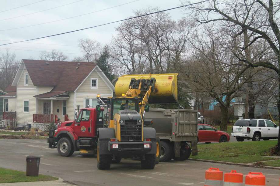 City workers began the pickup on Manistee's northside of town and will continue the process throughout the city. (Ken Grabowski/News Advocate)