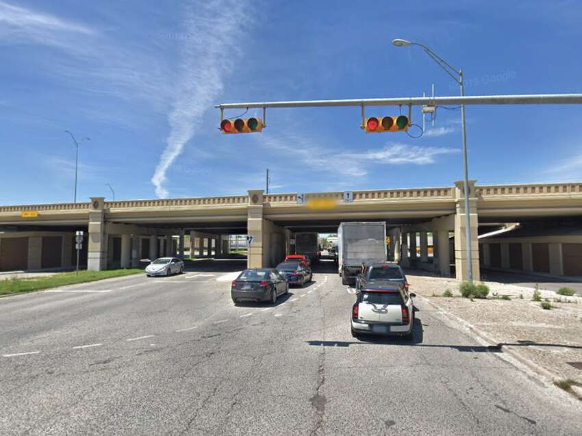 Interstate 35 over Eisenhauer Rd Bexar County Daily crossings: 91,840 Year built: 1962