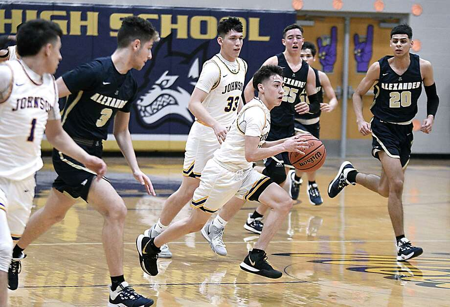 Chris Merino and the Wolves went 23-15 this past season. Photo: Cuate Santos /Laredo Morning Times File / Laredo Morning Times