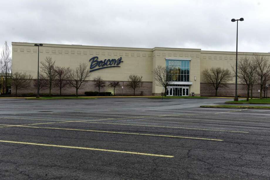 An empty parking lot is seen outside the Boscov's department store at Clifton Park Center shopping mall during the coronavirus lockdown on Thursday, April 9, 2020, in Clifton Park, N.Y. New York's jobless claims over the past three weeks now nearing 800,000. (Will Waldron/Times Union) Photo: Will Waldron, Staff Photographer / Albany Times Union