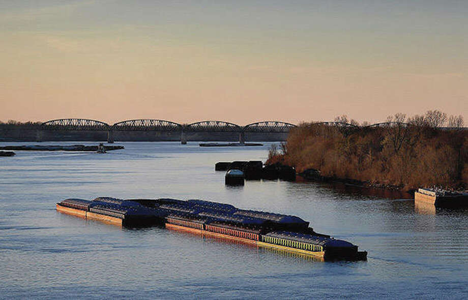 Barges travel at the confluence of the Mississippi and Ohio rivers. Photo: Michael S. Williamson | Washington Post (Getty Images)