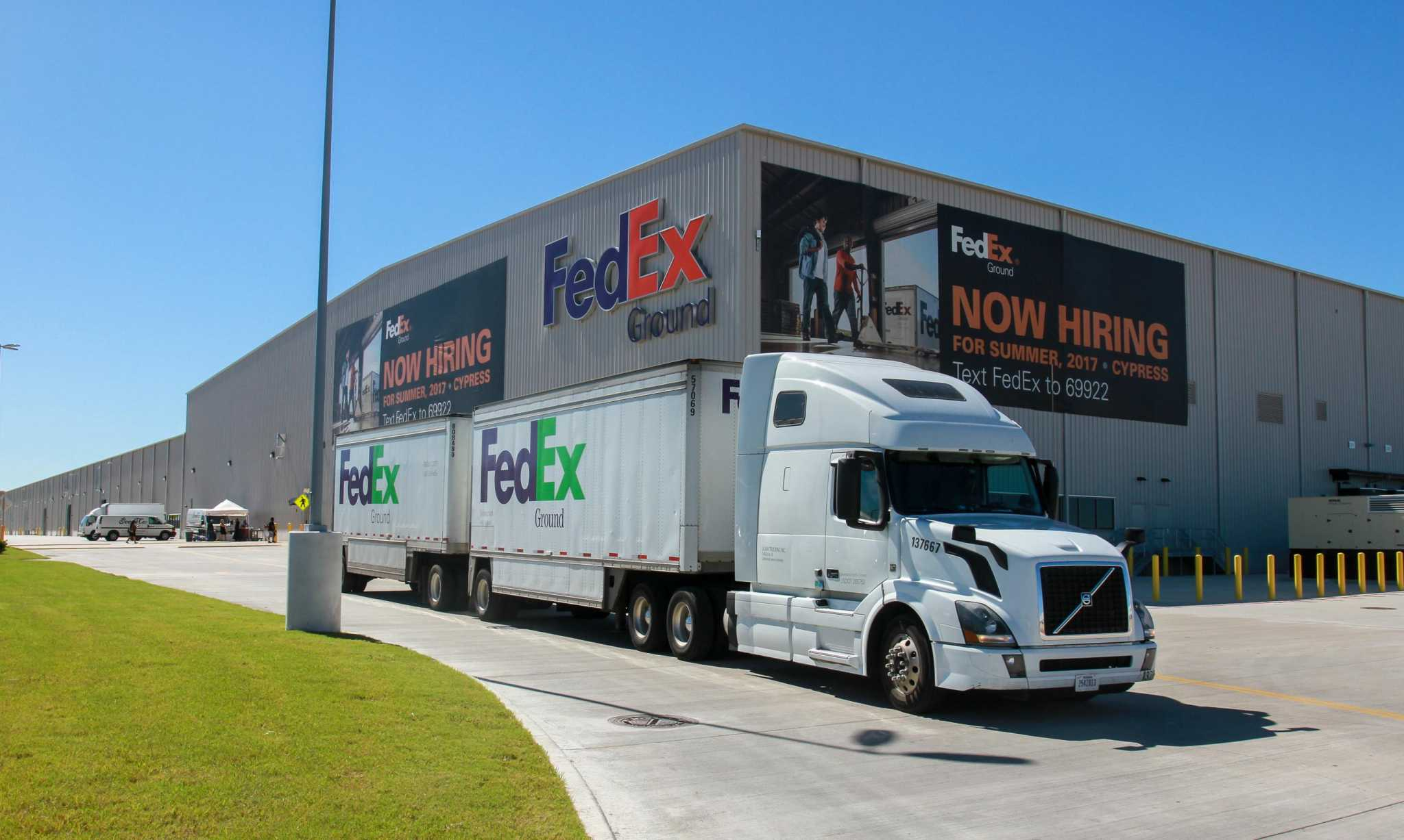 As More Houston Workers For Amazon Fedex Catch Covid 19 Those