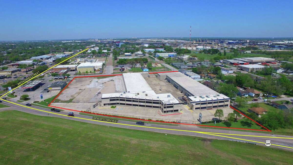 Ivest purchased twobuildings totaling 100,000 square feeton 6.2 acresat 8201 and 8211 La Porte Freeway in southeast Houston.Lee & Associates represented Duma Land in the sale.