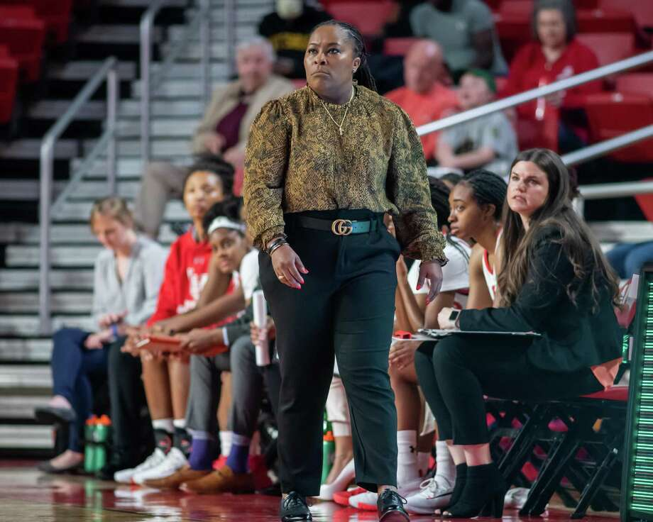 The Lady Cardinals of Lamar took on the New Orleans Privateers at Montagne Center on Thursday, January 2, 2020. Fran Ruchalski/The Enterprise Photo: Fran Ruchalski/The Enterprise / 2019 The Beaumont Enterprise