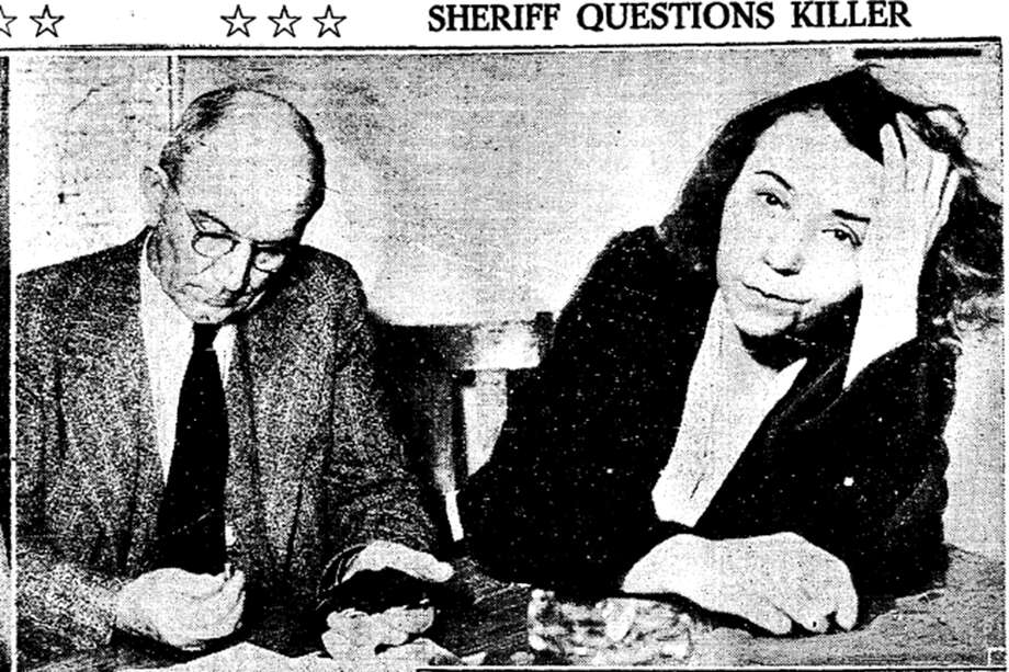 Frieda Weltz being questioned by Santa Cruz Sheriff A.T. Dresser. Weltz initially admitted to planning and carrying out the killing of shipping magnate Francis J.M. Grace. Photo: San Francisco Chronicle Archives