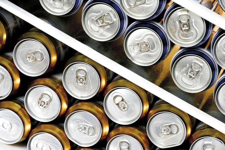 Cans of beer. Photo: Creativ Studio Heinemann/Getty Images/Westend61
