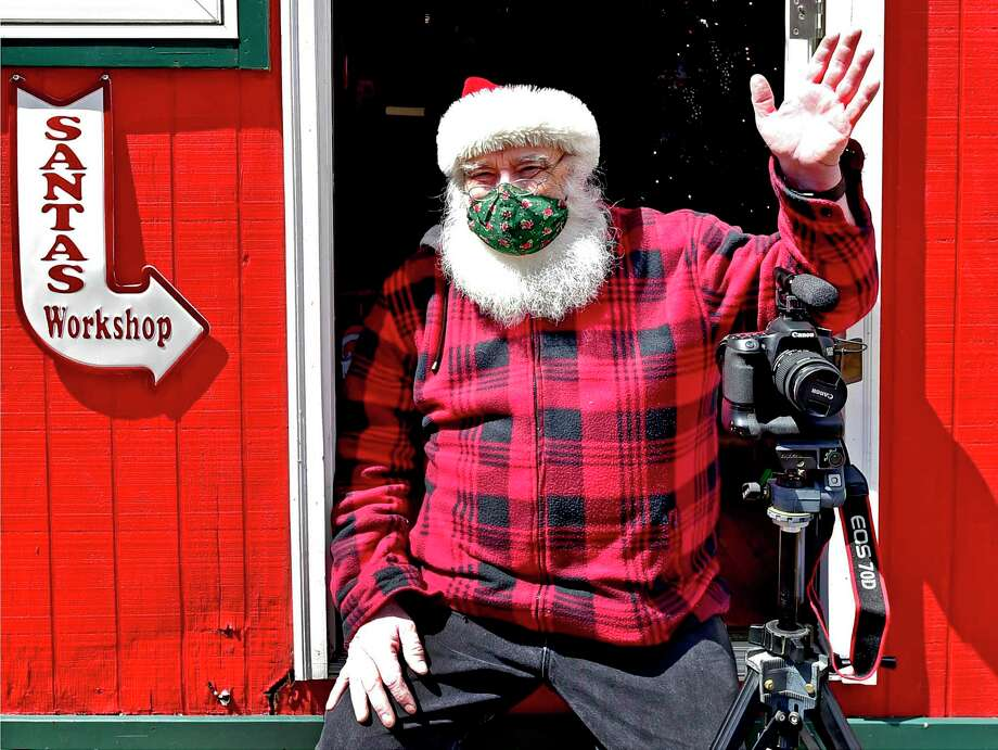 Santa bears uncanny resemblance to Rick George, of Milford. Photo: Peter Hvizdak / Hearst Connecticut Media / New Haven Register