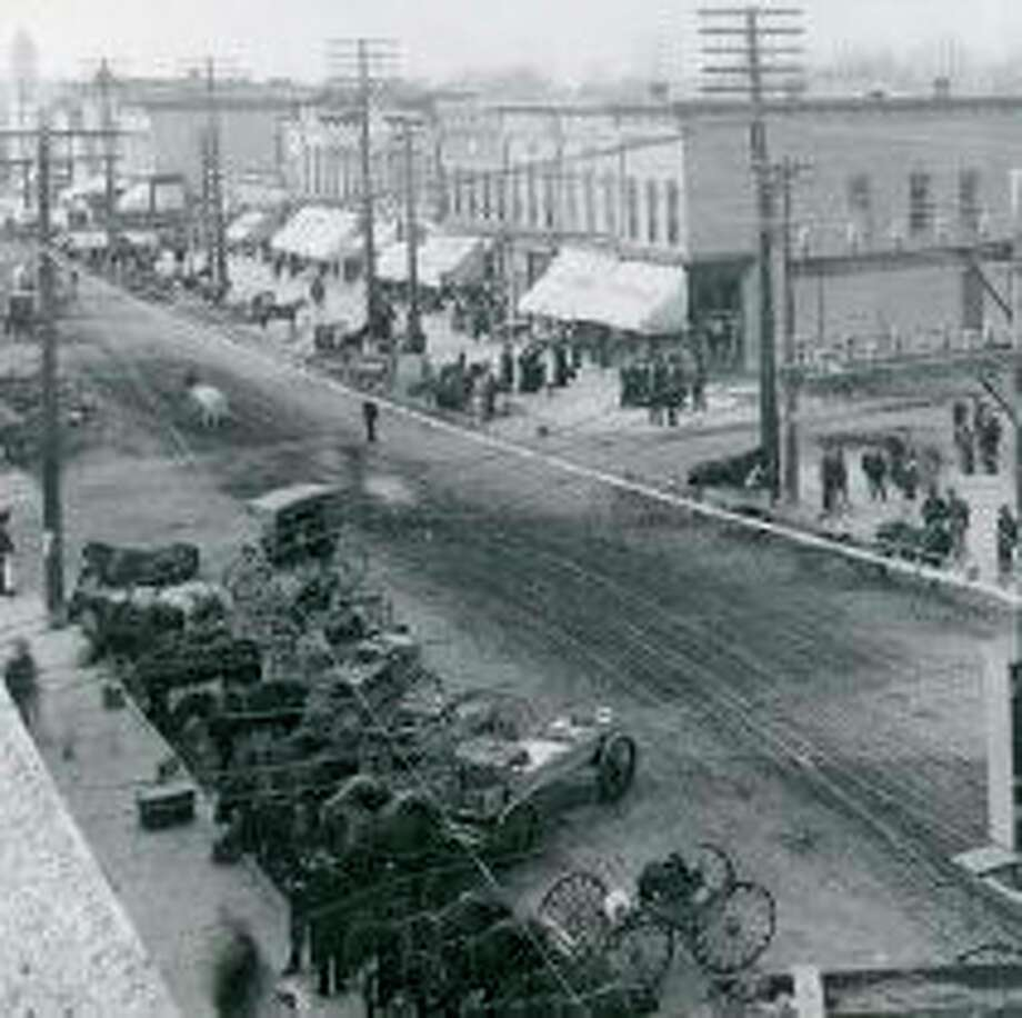 Main Street electricity 1905. (Midland County Historical Society)