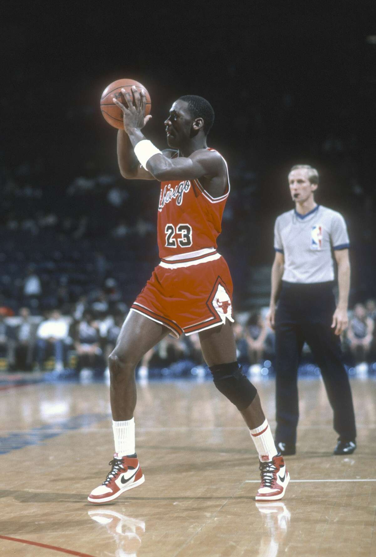1984-85March 19, 1985 (at Houston): Rockets 106, Bulls 100Michael Jordan: 31 points, 7 assistsRockets' leader: Akeem Olajuwon 24 points, 21 rebounds, 4 blocks