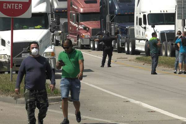 Big Rigs Block Traffic On East Loop In Apparent Protest Houstonchronicle Com