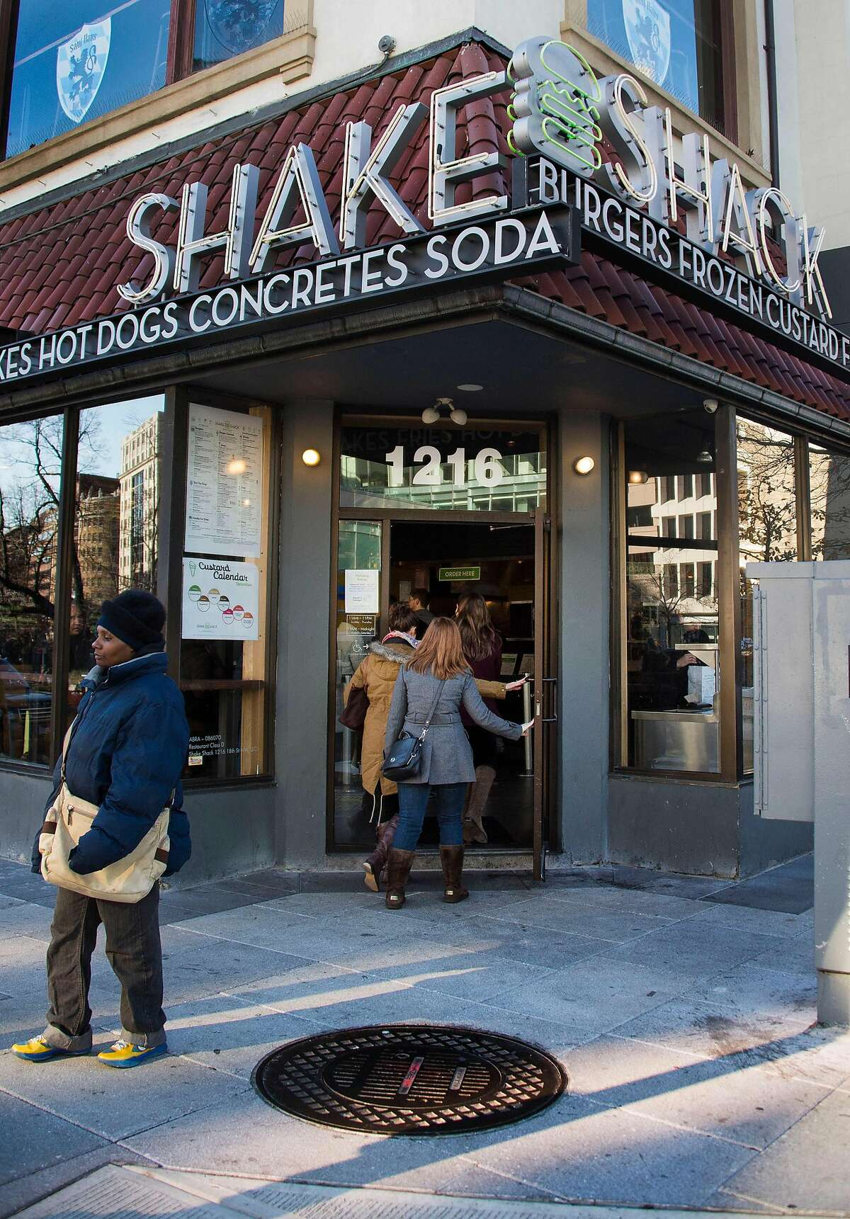 Institutions that have received, and returned, government bailout money Shake Shack Upscale burger chain Shake Shack said it had returned $10 million received from a US small business loan program, raising fresh questions about how the emergency financing is being managed as Congress negotiates over adding funding.
