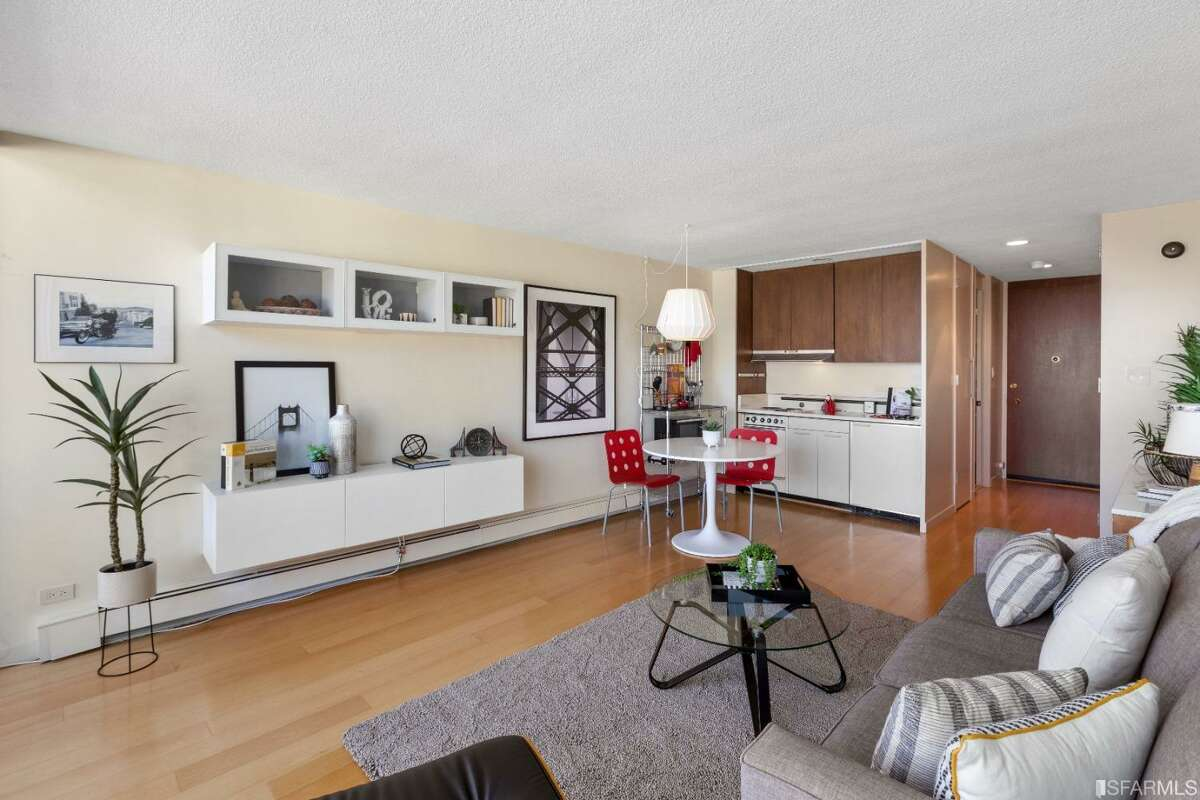 260 King St 881. San Francisco, CA PRICE: $665,000 DESCRIPTION: Luxurious condominium in San Francisco's technology epicenter. This central home is just steps away from the Cal Train and features hardwood floors, granite countertops, and in-unit laundry. The condominium is abundant in natural light from large windows offering a view of the water, Oracle Ball Park, and window seating, fresh paint. The Beacon luxury amenities include a rooftop outdoor heated lap-pool, a high end fitness center, spa, business center, dog-run, 24/7 concierge, parking and nearby retail and eateries like Safeway, Barry's Bootcamp, Starbucks, Tender Greens and more. Starbucks & Safeway in the same building. This unit represents truly city Living at its best to satify your daily lifestyle needs. SIZE: 665 square feet BEDROOMS: 1 MLS ID: ML81824145 AGENT: Zahra Miller BROKERAGE: Coldwell Banker Realty Photos and listing copyright 2021 by Coldwell Banker Realty and associated MLS.