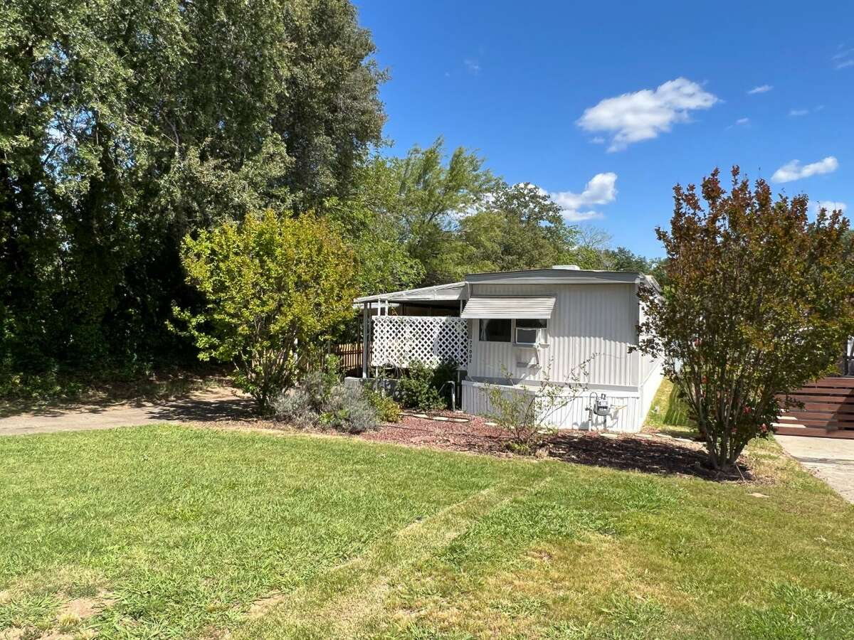 5697 Makati CIR E. San Jose, CA PRICE: $480,000 DESCRIPTION: Stunning, modern, and chic condo located in one of the most desirable locations in the complex. Tucked quietly away from the street with views of the meticulously manicured grounds and massive trees. This second-floor unit was thoughtfully designed with stylish touches and contemporary features. As you walk in the front door you are greeted by a spacious family room with vaulted ceilings, gorgeous wood laminate flooring, tile fireplace, and peaceful patio. The remodeled kitchen is striking with tile counters, stainless steel appliances, and tile floors. The master suite is updated with stylish vanity, tile floors, and modern fixtures. Additional amenities include a laundry room in unit with storage cabinets, central A/C, recessed lighting, community clubhouse, pool, and spa. Walking distance to the new Village Oaks shopping and dining area. SIZE: 690 square feet YEAR: 1984 BEDROOMS: 1 MLS ID: ml81817844 AGENT: Matt Cossell BROKERAGE: KW Bay Area Estates Photos and listing copyright 2020 by KW Bay Area Estates and associated MLS.