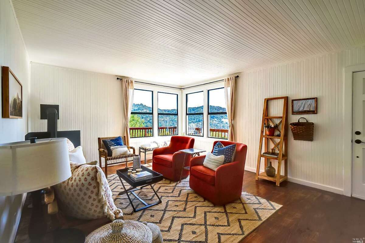 7325 Shelter Creek LN. San Bruno, CA PRICE: $510,000 SIZE: 680 square feet YEAR: 1972 BEDROOMS: 1 MLS ID: ml81808630 AGENT: Sunny S. Lau BROKERAGE: Century 21 Realty Alliance Fine Homes and Estates Photos and listing copyright 2020 by Century 21 Realty Alliance Fine Homes and Estates and associated MLS.