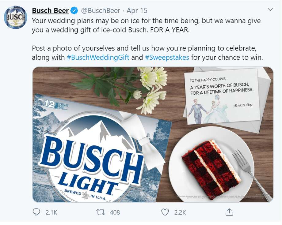 Busch Beer wants to cheer up 250 lucky couples who had to postpone their wedding due to coronavirus with free beer for a year. Photo: Screenshot Twitter
