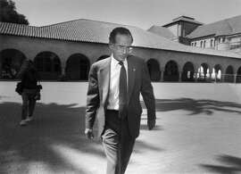 KENNEDY-30JUL1991-DF - Stanford President Donald Kennedy walks across the campus on his way to his office after a press confrence to discuss his resignation.  Photo by Deanne Fitzmaurice