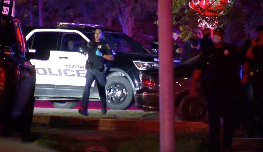 Houston police officers work the scene of a deadly officer-involved shooting in the 800 block of Gazin on Tuesday, April 21, 2020. Photo: OnScene.TV