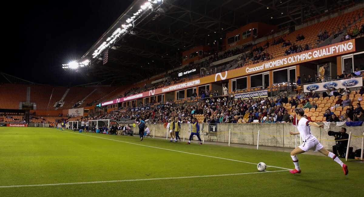 Megan Rapinoe ejecuta un tiro de esquina durante el triunfo de Estados Unidos sobre Haití por 4-0 en el torneo preolímpico de la CONCACAF, el martes 28 de enero de 2020, en el BBVA Stadium de Houston.