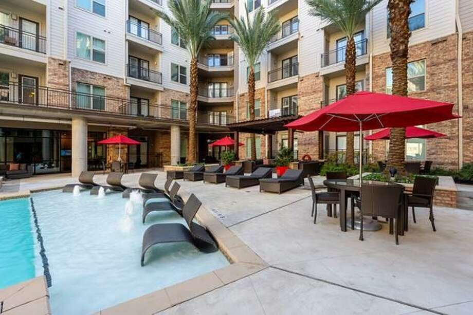 Elan Med Center, a 281-unit apartment complex at 7010 Staffordshire Street near the Texas Medical Center, has been acquired bya fund sponsored by CBRE Global Investors. Photo: CBRE Global Investors