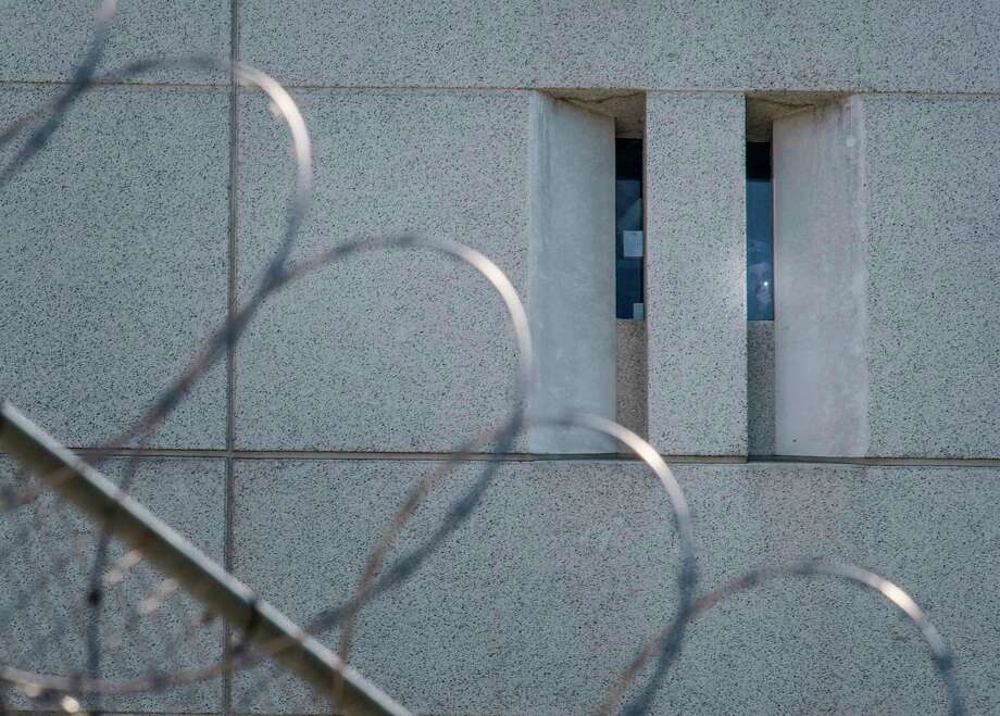 A prisoner shines a lighter from the main ICE detention center in Los Angeles. Photo: Getty Images / AFP or licensors