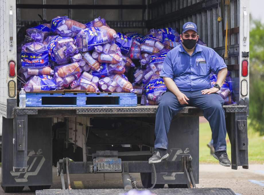 Volunteers from various organizations helped out 600 families impacted by the COVID-19 pandemic as they filled vehicles with food provided by the South Texas Food Bank on Wednesday, April 22 at the Freddie Benavides Sports Complex. Photo: Danny Zaragoza/Laredo Morning Times