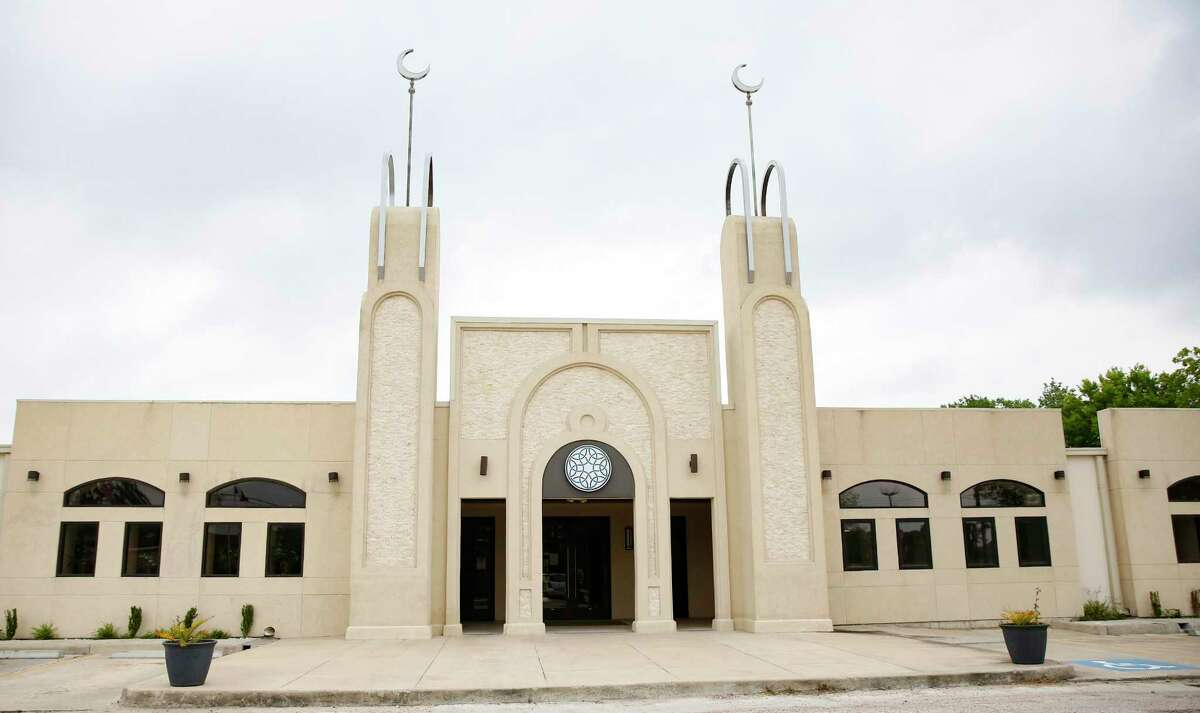 Before the Houston mosque closed completely, the Clear Lake Islamic Center tried to minimize the spreading of the coronavirus.