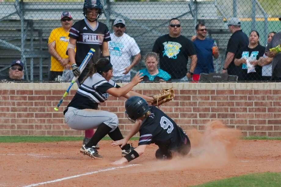 Pasadena Memorial's Hannah Garcia (9) is unable to make the tag as Pearland's Kaylee Buck (9) slides safely into home plate Saturday in a District 22-6A softball game. Photo: Kirk Sides / Kirk Sides