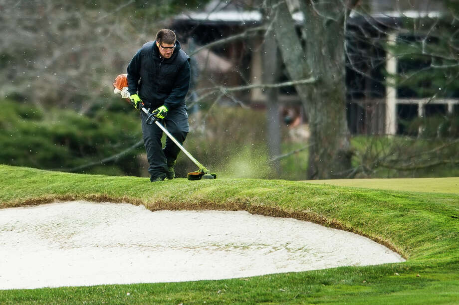 Sean DeShone, a bunker specialist at Midland Country Club, performs maintenance Wednesday, April 22, 2020 on the golf course. (Katy Kildee/kkildee@mdn.net) Photo: (Katy Kildee/kkildee@mdn.net)