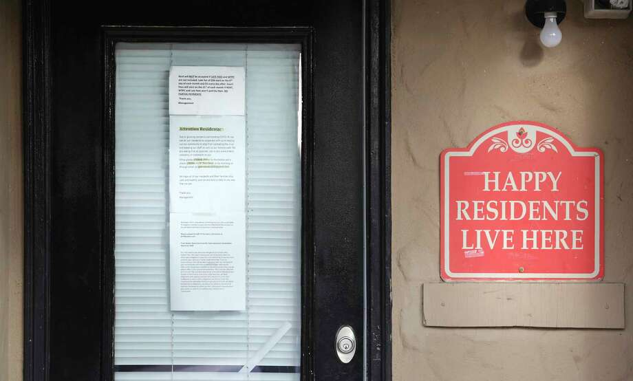 An eviction notice on an apartment's from door. Photo: File Photo / ©2020 San Antonio Express-News