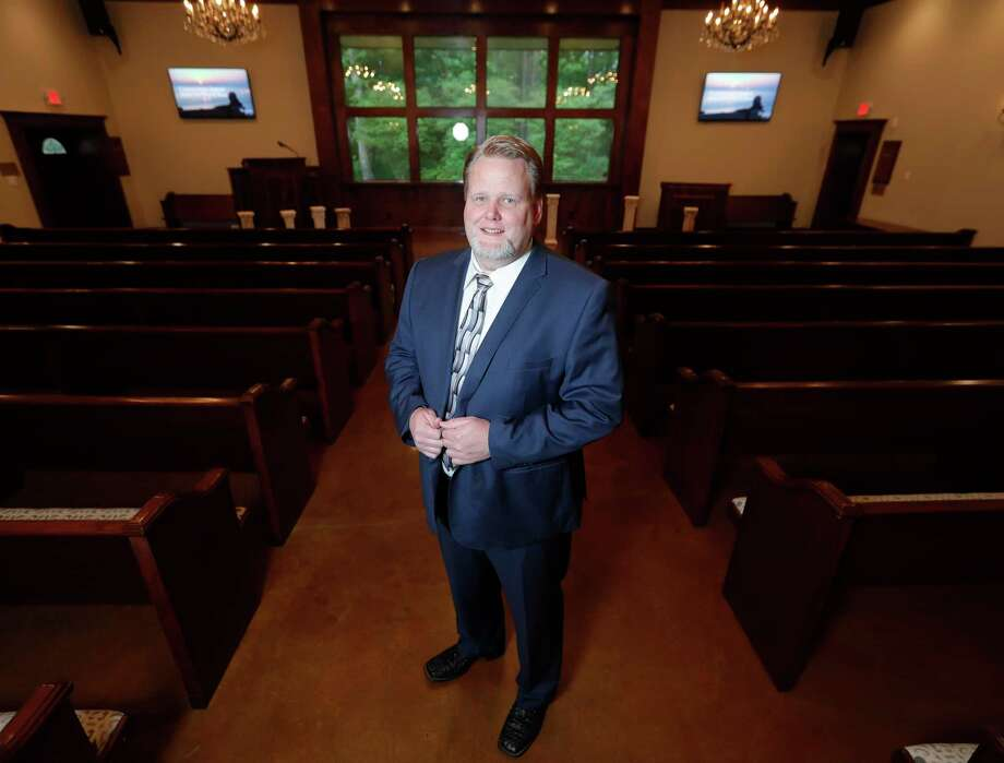 Funeral director Mark Sprayberry poses for a portrait at McNutt Funeral Home, Wednesday, April 22, 2020, in Conroe. Photo: Jason Fochtman, Houston Chronicle / Staff Photographer / 2020 © Houston Chronicle