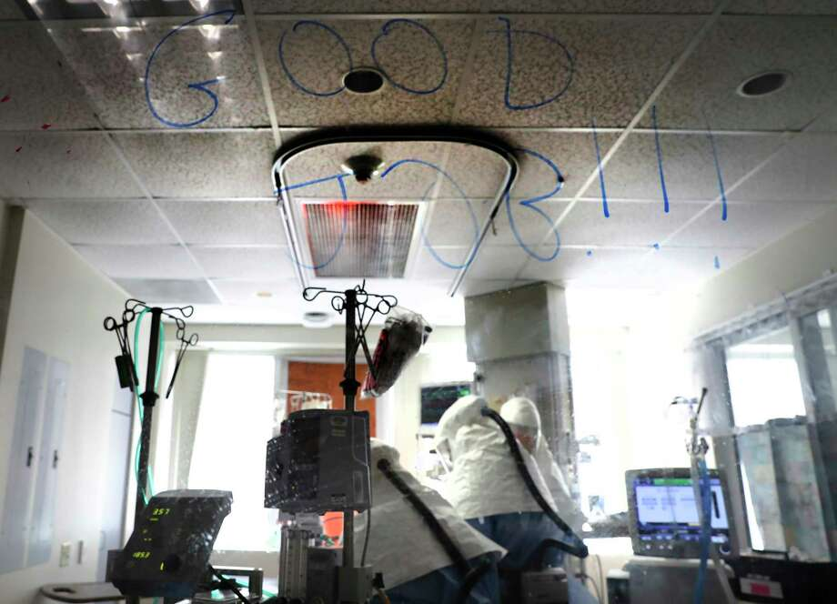 "The message ""Good Job"" was written on the glass door of a patient's room by Dr. Jeff DellaVolpe. For DellaVolpe, cases like Nick Wilson's illustrate the gravity with which the coronavirus should be taken. Photo: Bob Owen, San Antonio Express-News / ©2020 San Antonio Express-News"