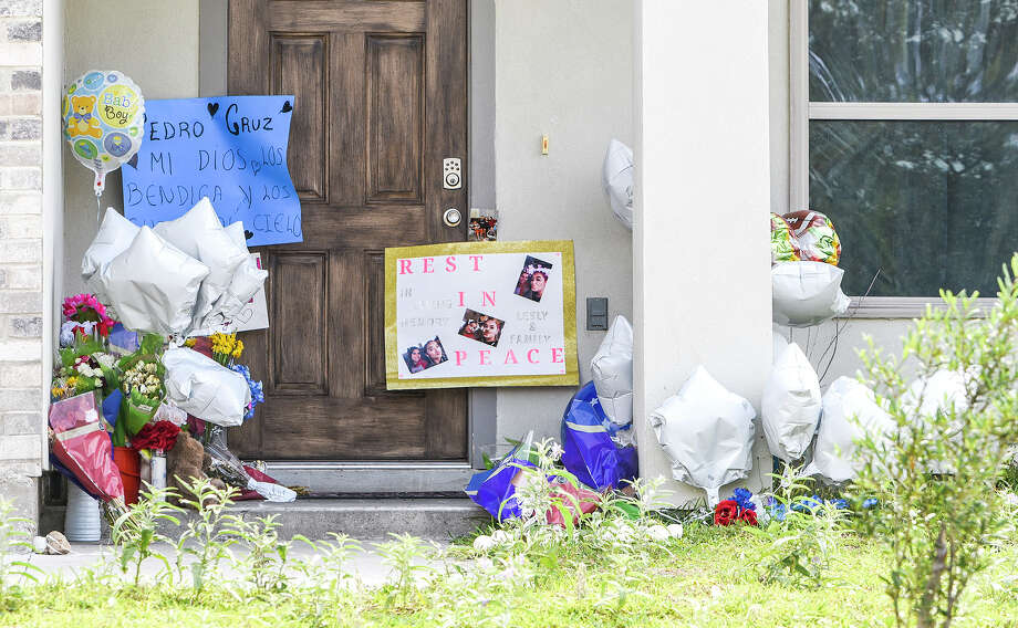 A makeshift memorial is made after community members left photos, flowers and balloons, Thursday, Apr. 23, 2020, at the home of the victims of an alleged quadruple homicide. Photo: Danny Zaragoza/Laredo Morning Times