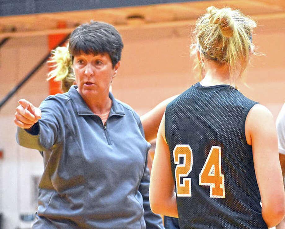 Former Edwardsville girls basketball coach Lori Blade gives instruction during a summer game last year. Photo: Matt Kamp|The Intelligencer