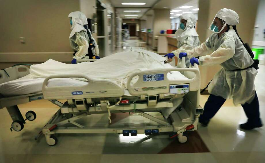 Dr. Tamara Simpson and two nurses take a patient to Northeast Baptist Hospital COVID-19 unit. The Baptist system has centralized the care of its critical COVID-19 patients at the hospital. Photo: Bob Owen, San Antonio Express-News / ©2020 San Antonio Express-News