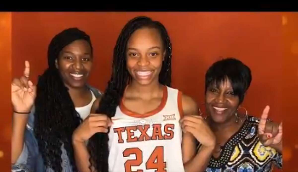 Aaliyah Moore committed to Texas on Saturday. The Moore H.S. (Okla.) star forward is the nation's No. 7 recruit, per espnW rankings.