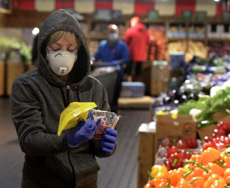 Jane Blackwell, of Brewster, NY, wears a mask while shopping at Stew Leonard's today, less than 24 hours after the implementation of Gov. Ned Lamont's order directing masks to be worn in public setting where social distancing is not possible. Danbury, Conn. Tuesday, April 21, 2020. Photo: H John Voorhees III / Hearst Connecticut Media / The News-Times