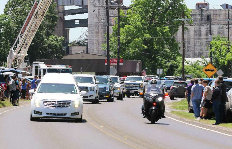 The funeral cortege carrying the body of 38-year-old coach Jesse Woods wound its way through Dayton onto East Clayton Street to Magnolia Cemetery where he was laid to rest. Photo: David Taylor / Staff Photo