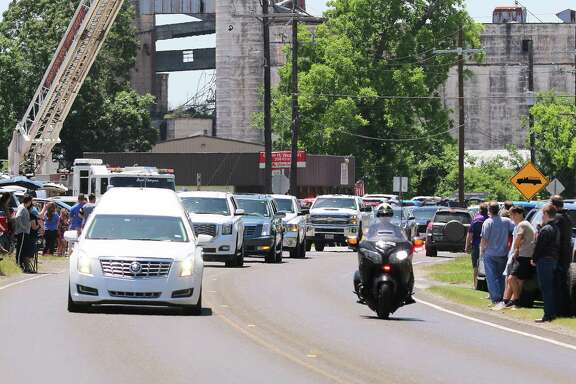 The funeral cortege carrying the body of 38-year-old coach Jesse Woods wound its way through Dayton onto East Clayton Street to Magnolia Cemetery where he was laid to rest.