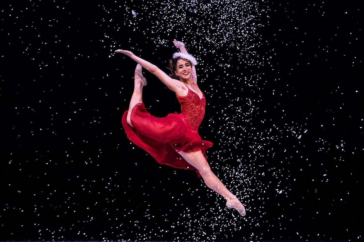 Smuin Ballet dancer Tess Lane, teacher of online beginning ballet class, in performance.