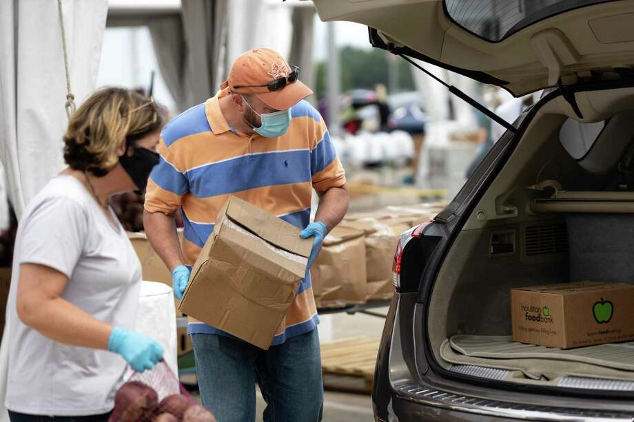 A mega food distribution for families in need is set for Wednesday at the Berry Center in Cypress. Photo: Gustavo Huerta, Houston Chronicle / Staff Photographer / Houston Chronicle © 2020