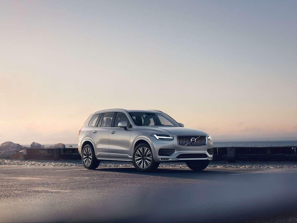 The 2020 Volvo XC90 T8 E-AWD Inscription handles crisply.
