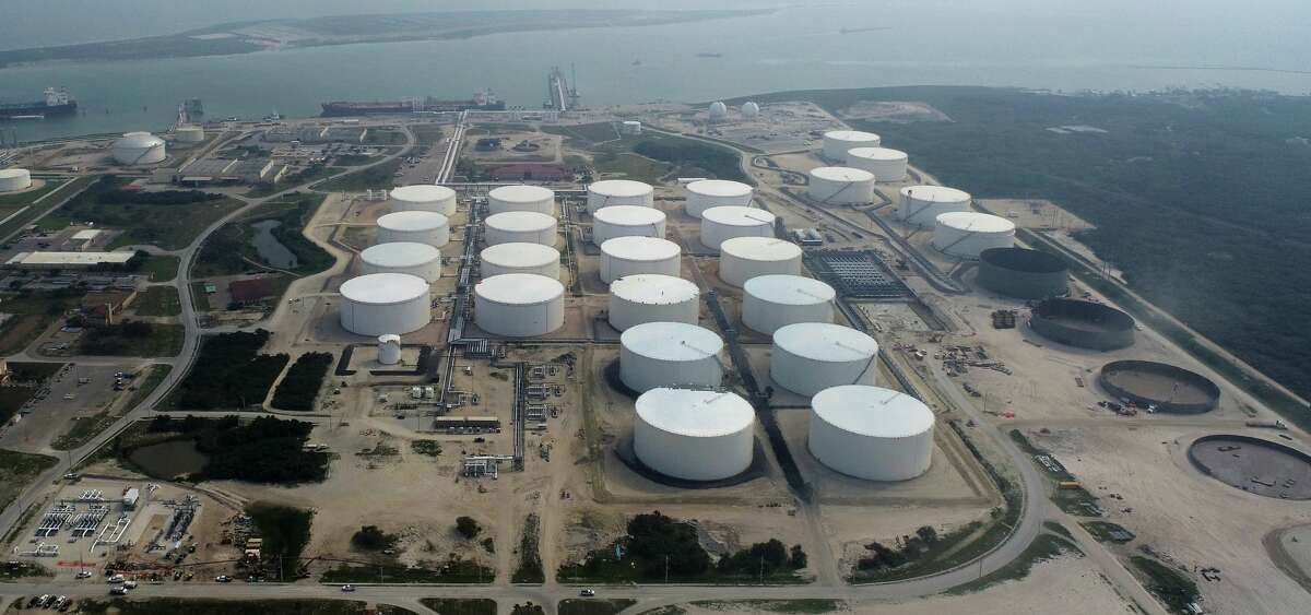 Houston export terminal operator Moda Midstream has completed a project to add 10 million barrels of crude oil storage at its Port of Corpus Christi facility.Companies operating at the Port of Corpus Christi are adding 17 million barrels of crude oil storage at time when record low commodity prices have producers desperate to find a place to store their barrels until market conditions improve.