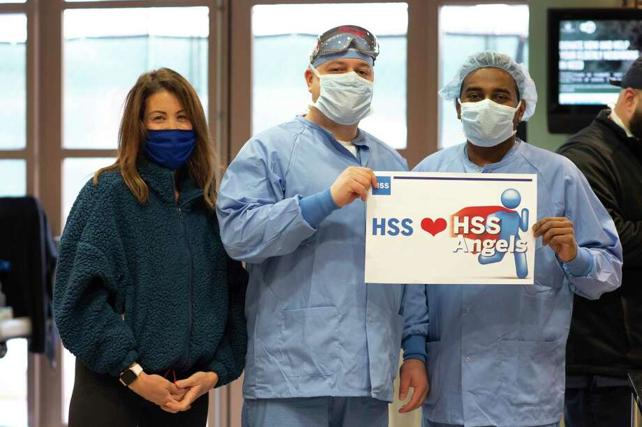 Greenwich resident Lois Kelly, left, the wife of of Hospital for Special Surgery surgeon-in-chief Bryan Kelly, launched the HSS Angels Project. The HSS Angels project raised money to buy food for frontline HSS healthcare workers. Photo: Photo Courtesy Of Clay Engelhart / Copyright 2018 Alan Eyer