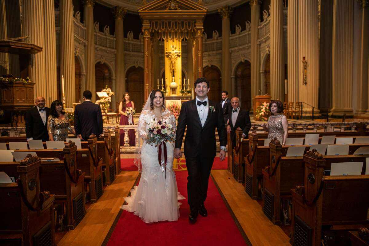 Wedding at St. Ignatius Church in San Francisco during the coronavirus shutdown, April 2020. Photographed by Vicens Forn.