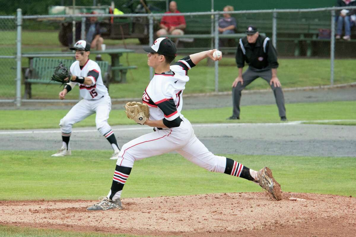 Fairfield Warde's Reece Maniscalco (17) pitches against Amity in the Class LL state baseball championship game at Palmer Field in Middletown, CT on Saturday, June 11, 2016.