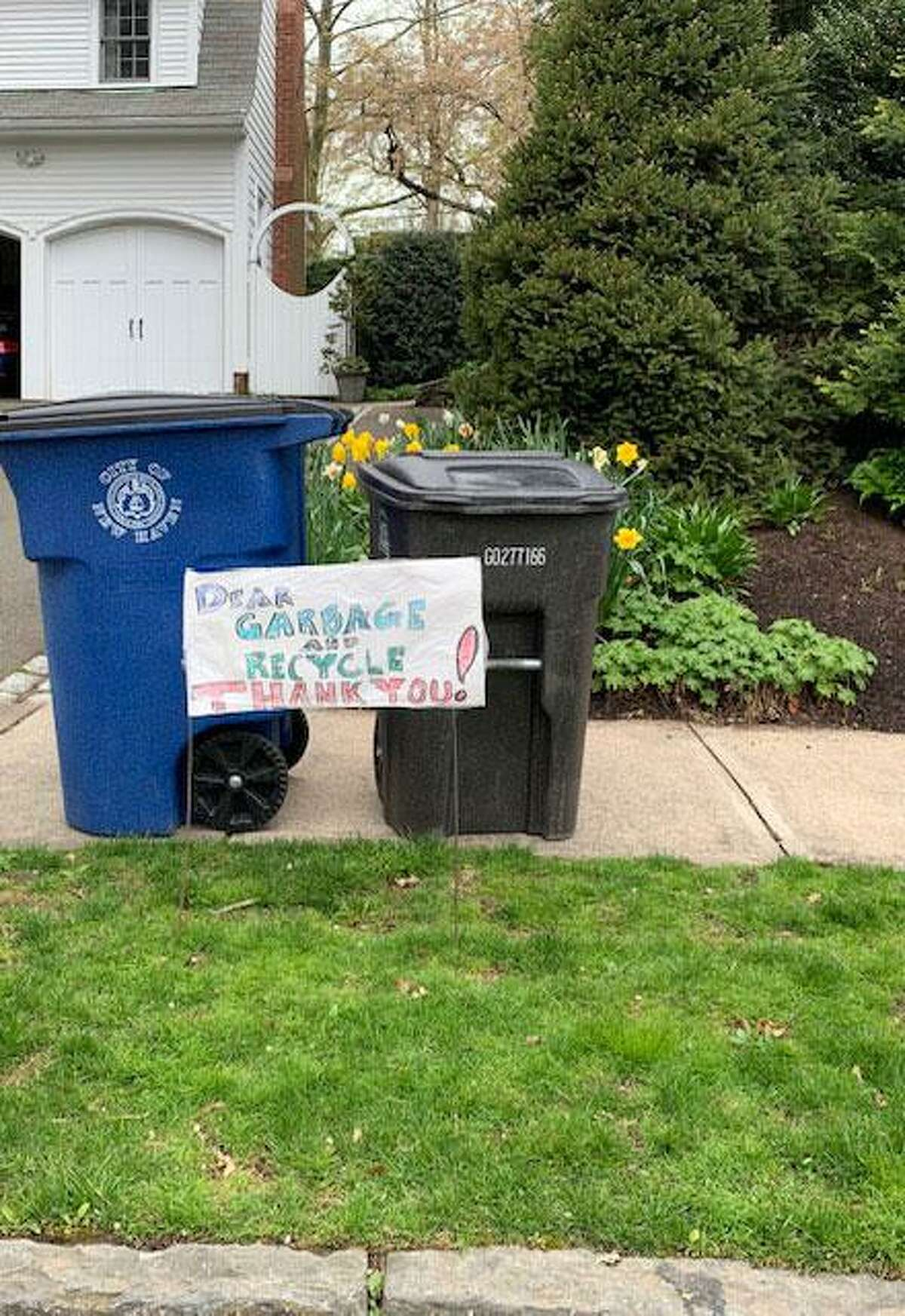 Dorothy Hurt's sign thanking the city's recycling and garbage collectors outside her New Haven home Tuesday.