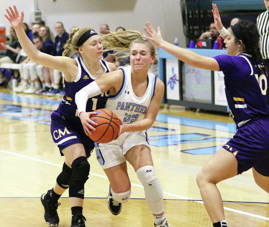 Jersey's Clare Breden (middle) splits Civic Memorial defenders Tori Standefer (left) and Kourtland Tyus during the Panthers' MVC victory Feb. 13 at Havens Gym in Jerseyville. Breden, a junior, has committed to play college basketball at McKendree University. Photo: Greg Shashack | The Telegraph